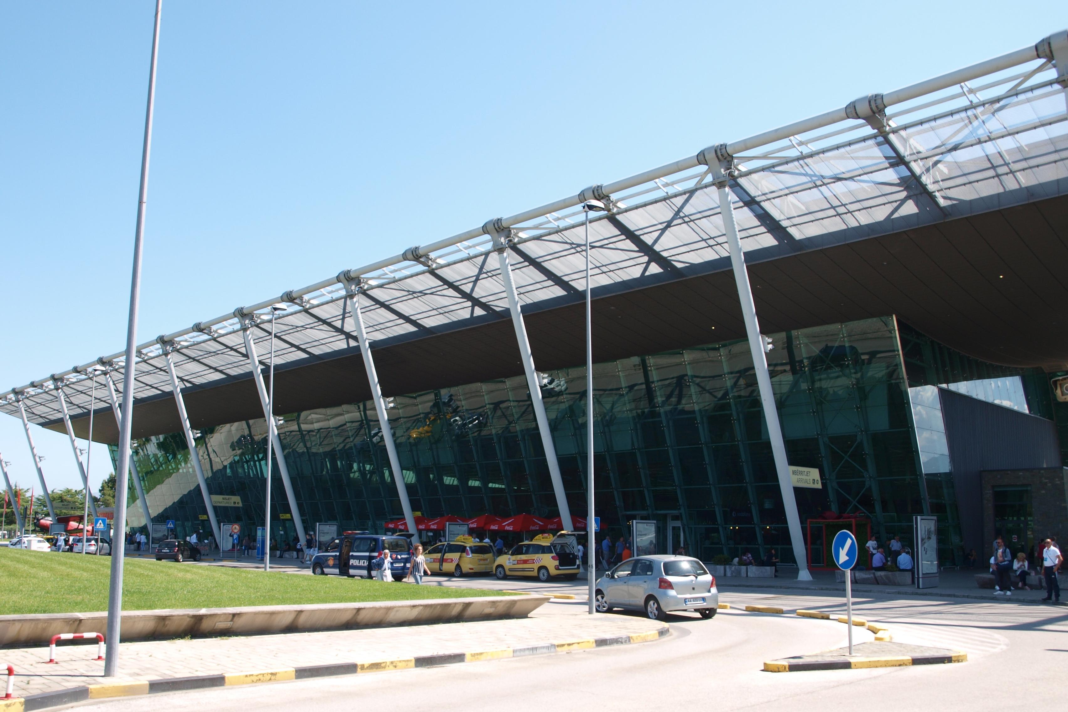 Het vliegveld van Tirana.